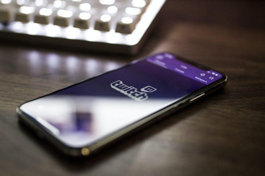 Microsoft i Facebook zajedničkim se snagama žele nametnuti kao vodeći game streaming servis i napadaju Twitch i YouTube Gaming svim raspoloživim sredstvima.